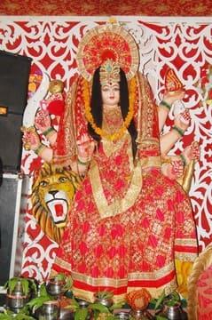 मां कालरात्रि की पूजा-अर्चना के लिए मंदिरों में उमडी भीड़