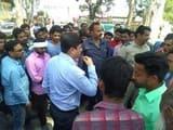 चुनाव के लिए जब्त किए वाहन, भूखे-प्यासे चालकों ने किया टनकपुर हाईवे पर प्रदर्शन