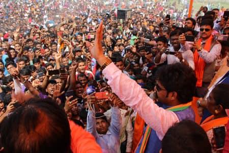 लोकसभा चुनाव 2019 : नरेंद्र मोदी माथे धइले दउरवा, फिर से बनइह प्रधान : पवन सिंह