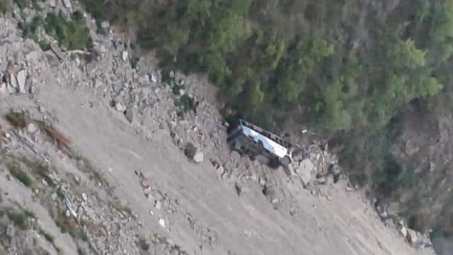 a bus fell into a gorge in himachal pradesh
