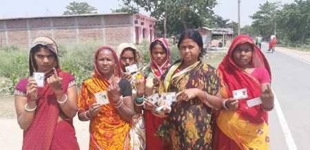 लोकसभा चुनाव 2019 : महिलाओं बोलीं-पहले मतदान फिर करेंगी काम