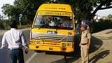 एक स्कूल बस सहित चार वाहन सीज, 15 वाहनों का चालान काटा