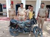 बम, चोरी की बाइक संग युवक को पकड़ा, भेजा जेल