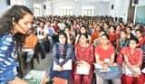 लखनऊ से आई आईएएस गुंजन द्विवेदी ने छात्र छात्राओं को दी कोचिंग