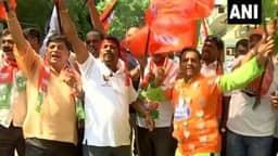 Karnataka: शुरुआती रुझानों में BJP की बढ़त से कार्यकर्ताओं में उत्साह, बेंगलुरु ऑफिस के बाहर जश्न का माहौल