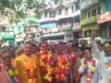 खुशी से झूमे भाजपा कार्यकर्ताओं ने जुलूस के साथ की आतिशबाजी
