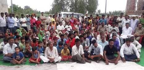 आंबेडकर की प्रतिमा क्षतिग्रस्त, ग्रामीणों ने किया हंगामा