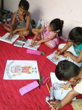 मोदी सरकार आने पर बच्चों ने बनाई प्रधानमंत्री की पेंटिंग