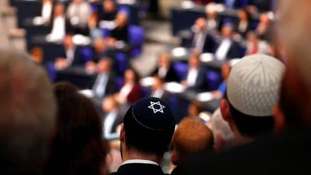german official advise jews against wearing skullcaps   hannibal hanschke reuters