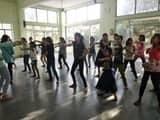 व्यक्तित्व विकास शिविर में सिखाया नृत्य