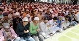 रमजान के आखिरी जुमे पर नमाज अदा की