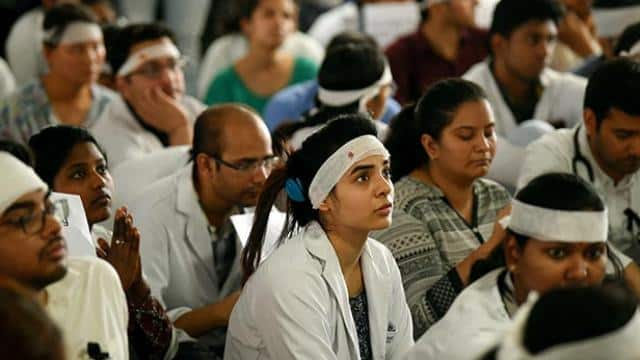doctors to go on strike no opds will work at aiims and safdarjung today