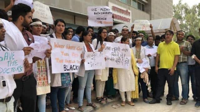 protest of striking doctors against assault on doctor