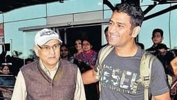 ms dhoni with his father