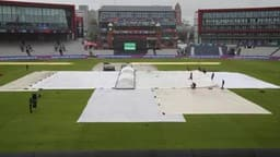 LIVE ICC CWC 2019; IND vs PAK: बारिश ने रोका खेल, DL नियम से 86 रनों से जीतेगा भारत