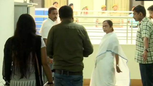 west bengal  cm mamata banerjee arrives for meeting with representatives of doctors at nabanna
