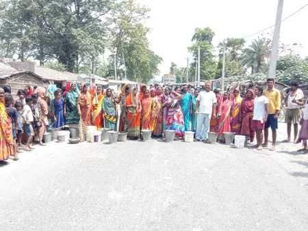 पूसा में ग्रामीणों ने छह घंटे तक किया सड़क जाम