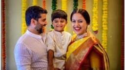 Sameera Reddy Baby Shower: धूमधाम से पूरी हुई समीरा रेड्डी की गोदभराई की रस्में, पति और बेटे के संग खिलखिलाती हुई आईं नजर