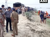 a vehicle carrying passengers fell in indira canal in nagram lucknow