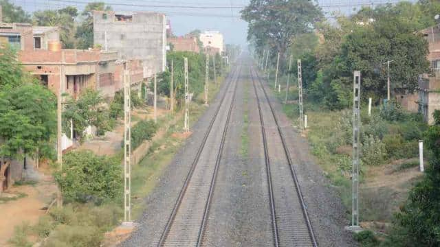 trains will run on electric engine on bhagalpur and howrah railway track from next year