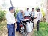 खाद्य सुरक्षा टीम ने दूध का लिया सैंपल, दूधियों में मची खलबली
