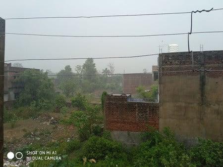 आंधी में गिरे बिजली पोल दर्जनों गांवों में आपूर्ति ठप