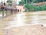 संकट : दिन में बकुची तो रात में गंगेया में बहा पीपा पुल