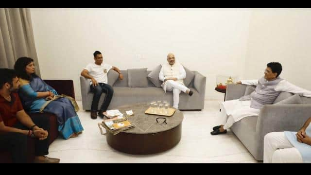 ms dhoni with amit shah