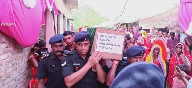 शहीद फौजी को दी गई अंतिम विदाई
