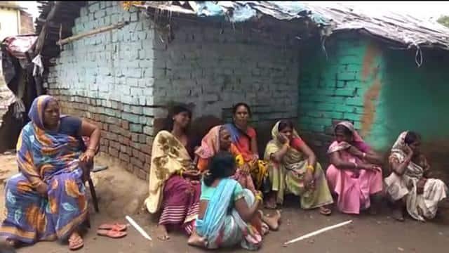 murder of man in lakhisarai for land dispute and body thrown near railway bridge