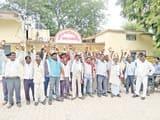 लापरवाही पर ब्लॉक में ग्रामीणों का प्रदर्शन, नारेबाजी