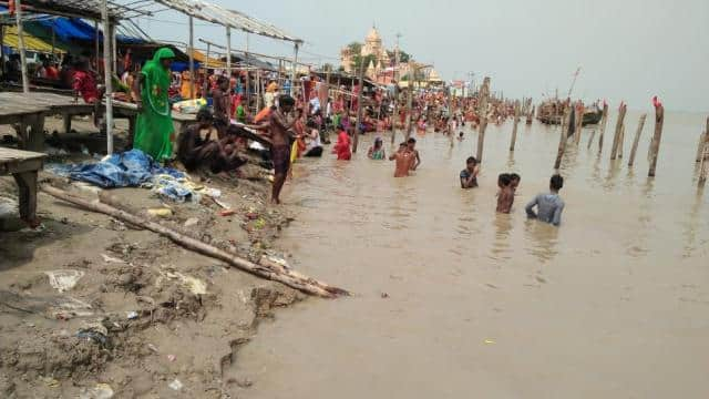 shravani fair countdown  kanwariyas forcing to bath on dangerous ghat of sultanganj
