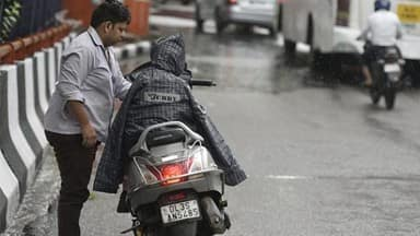 rain in delhi-ncr temperature down