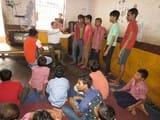 बालगृह के बच्चे बोले रॉड से पीटता है कर्मचारी