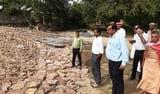 बाढ़ प्रभावित इलाकों में डीएम ने देखे इंतजाम
