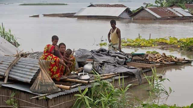 floods in assam-bihar  more than 130 dead