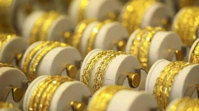 Gold prices tick up on recession fears, trade uncertainty