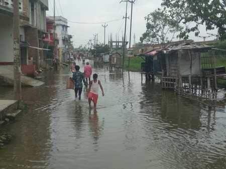 बारिश होते ही झंझारपुर आरएस में दो-तीन फीट पानी जमा
