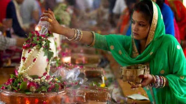 Sawan Somwar 2021 : भगवान शंकर को प्रिय होती हैं ये चीजें, जानें भोलेनाथ को क्या चढाएं औ़र क्या नहीं