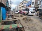 सड़कों पर रखी मिट्टी से हादसे की आशंका