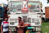 चालक को बेरहमी पीटा, ट्रक भी नहीं छोड़ रही पुलिस