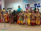 मनमोहक रूप धर बच्चों ने दिखाई प्रतिभा