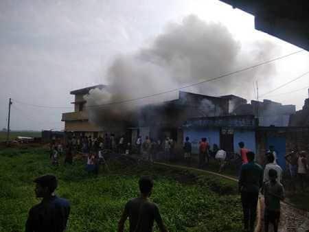 सिलेंडर विस्फोट से दहला लक्ष्मीपुर
