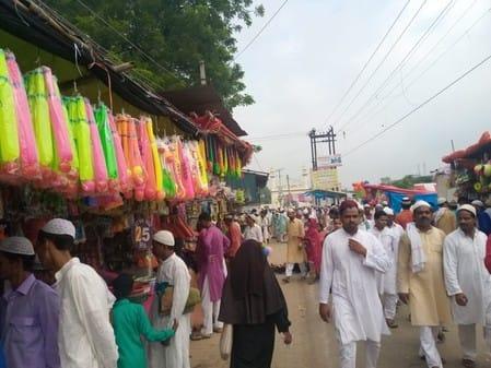 ईद की नमाज अदा कर कौम और मुल्क के लिए दुआ की