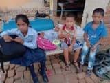 स्कूल में प्रतिबंधित वैन पलटी, चार बच्चे घायल