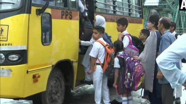 Article 370: कश्मीर में 14 दिन बाद खुले स्कूल, जम्मू में धारा 144 लागू नहीं