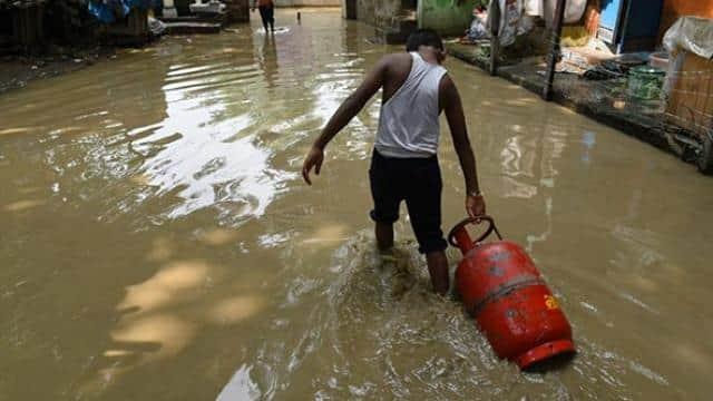 delhi on flood alert after 40 years