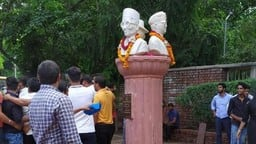 busts of veer savarkar  sardar bhagat singh and netaji subhash chandra bose were installed at du