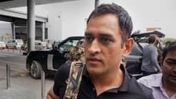 आर्मी ट्रेनिंग से लौटे धौनी ने करवाया हेयरकट, ऐसा है उनका नया लुक- VIDEO