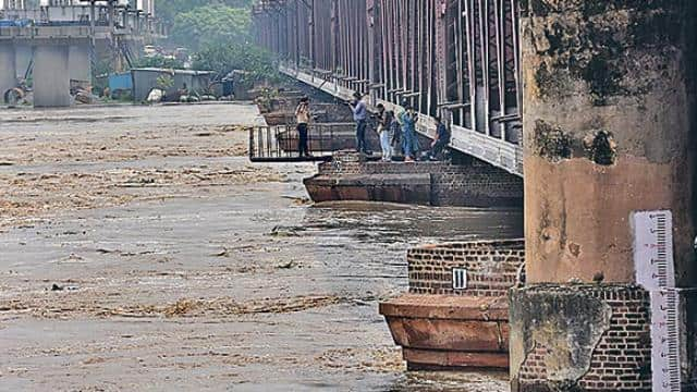 yamuna water level rises in delhi expected to touch 207m by afternoon